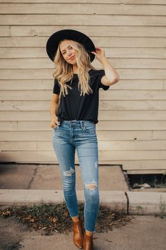 Our Everyday Basic Scoop Tee in Black – Covington & Co. Oufits Casual, Cute Casual Outfits, Basic Outfits, Business Casual Outfits, Mom Outfits, Fashion Outfits, Fashion Tips, Casual Style Women, Everyday Casual Outfits
