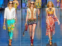 Também chamadas de scarf prints, estas estampas  dominaram os desfiles da temporada e prometem ser um sucesso no verão 2013.