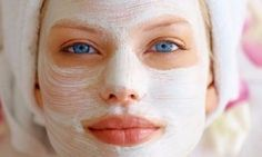Yogurt Facial Masks You do not have to go to a spa to give your face a quick assists. To clean your skin and tighten pores, slather some yogurt on your face and let it sit for about 20 minutes. Diy Beauty, Beauty Hacks, Oatmeal Face Mask, Face Mask For Blackheads, Charcoal Face Mask, Moisturizer For Oily Skin, Easy Face Masks, Facial Masks, Face Care