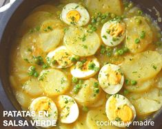 PATATAS CON HUEVO EN SALSA VERDE Yummy Veggie, Veggie Recipes, Mexican Food Recipes, Vegetarian Recipes, Dinner Recipes, Healthy Recipes, Easy Cooking, Cooking Recipes, Football Food