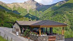 Dans les alentours de Locarno et Ascona, une sélection de grotti. Table En Granit, Les Cascades, Beaux Villages, Le Moulin, Cabin, House Styles, Channel, Decor, Pork Ribs