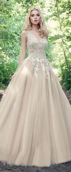 Fabulous Tulle V-neck Neckline Ball Gown Wedding Dresses With Beadings