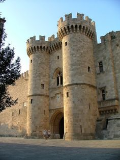 The palace of the Grand Master, or Kastello, is built at the highest point of the medieval city in #Rhodes #Greece