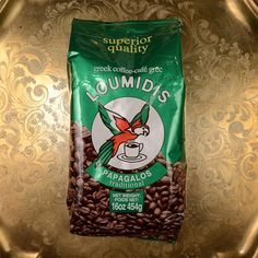 Since the traditional Loumidis Papagalos has been offering a coffee of a unique blend with rich and enjoyable aroma from carefully selected beans. Cocktail Recipes, Cocktails, Drinks, Coffee Reading, Coffee Tattoos, Coffee Packaging, Frappe, Coffee Cafe, Greek Recipes