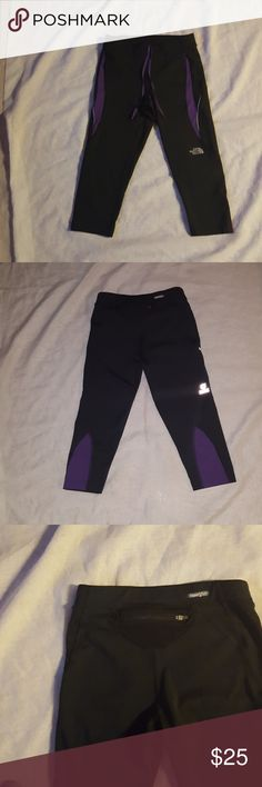 THE NORTH FACE  women crop leggings THE NORTH FACE  leggings pre owned The North Face Pants Leggings