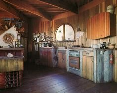 Rustic Log Cabin Living.   I could very happily live like this (preferably in Wyoming, Montana or Colorado!)   :)