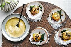 Scallops with champagne sage butter and capers This is one of those throw-together dinner recipes that relies on staples like canned beans and lemons; all you have to do is pick up the fish. Fish Recipes, Seafood Recipes, Dinner Recipes, Capers Recipes, Entree Recipes, Party Recipes, Gourmet Recipes, Dinner Ideas, Recipies