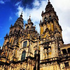 Meta de peregrinos, encuentro de amantes del arte, símbolo imprescindible de devotos… La que para muchos es la catedral más bella del mundo, es motivo suficiente por sí misma para visitar esta ciudad.
