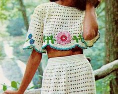 Lovely retro boho style granny dress is graceful in its lines using careful shaping throughout. Large granny squares and triangles make up the Vintage Skirt, Vintage Tops, Vintage Dresses, Yarn Weight Chart, Vintage Crochet Patterns, Crochet Jacket, Crochet Hook Sizes, Tweed Jacket, Trending Outfits