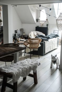 Idea Deco Salon et salle à manger Cocooning Ideas Deco Sal . My Living Room, Home And Living, Living Room Furniture, Living Room Decor, Interior Architecture, Interior Design, French Country Living Room, Diy Home Decor Bedroom, Inspiration