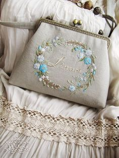 Embroidery Purse, Wedding Embroidery, Hand Embroidery Patterns, Ribbon Embroidery, Embroidery Stitches, Frame Purse, Lavender Bags, Brazilian Embroidery, Pencil Bags