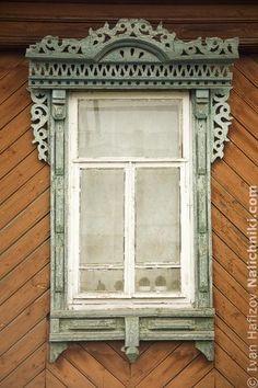 Carved wooden window trim (Nalichnik) from Navashino #31