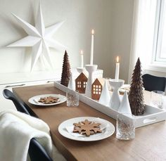 This is beautiful Christmas! This is beautiful Christmas! This is beautiful Christmas! This is beautiful Christmas Table Settings, Christmas Centerpieces, Xmas Decorations, Christmas Mood, Christmas 2019, Classy Christmas, Deco Table Noel, Minimalist Christmas, Scandinavian Christmas