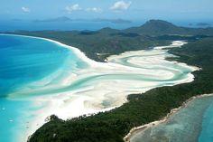Whitehaven Beach Australien - einer der weißesten und schönsten Stränder der Welt. Pure Erholung und atemberaubende Strandlandschaft auf einer Länge von acht Kilometern! Der ideal Ort zum abschalten und erholen!