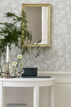 A complete guide to wallpaper - Types of wallpaper - Wallpaper for bathrooms - Modern wallpaper Foyer Wallpaper, Wallpaper Samples, Pattern Wallpaper, Wallpaper Ideas, Grey Wallpaper, Home Decoracion, Inspiration Wall, Textured Wallpaper, Art Deco Design