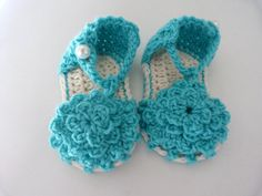These are so cute, and I love the color!  Baby Shoes crochet / Patucos para Bebés by SoniaBoutique on Etsy, €9.00