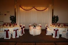 Sweetheart table with 2 head tables for the bridal party & their dates. :)