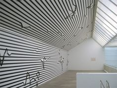 Esther Stocker,What I don't know about space, 2008, Museum 52, Londra