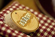 Svadobne menovky z dreva by svadbolina - SAShE.sk - Handmade Svadba