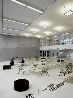 Panta Rhei: A Public High School with Contemporary Interior and the Flow of Learning Concept – Futurist Architecture Interior Design Colleges, Office Interior Design, Office Interiors, Education Architecture, School Architecture, Interior Architecture, Concept Architecture, Cultural Architecture, Modern Classroom