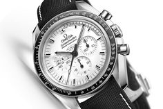 Baselworld 2015 - Omega Speedmaster Moonwatch Apollo 13 Silver Snoopy Award (specs & price) - Monochrome-Watches