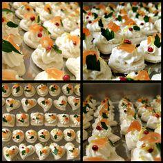Canapé caprino e salmone #goatcheese #schinusmolle #pinkpeppercorns #smokedsalmon #skinlemon #canapé