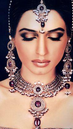 50 Best Indian Bridal Makeup Tips Nilah and Company Indian Bridal Makeup, Indian Wedding Jewelry, Asian Bridal, Indian Jewelry, Bridal Jewelry, India Wedding, Wedding Bride, Wedding Dresses, Saris