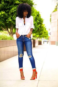 Jeans + white button down shirt + pop of color = perfect simple senior pic outfit Fashion Over 50, Look Fashion, Fashion Styles, Latest Fashion, Casual Chic, Style Pantry, Mode Chic, Womens Fashion For Work, Chic Outfits