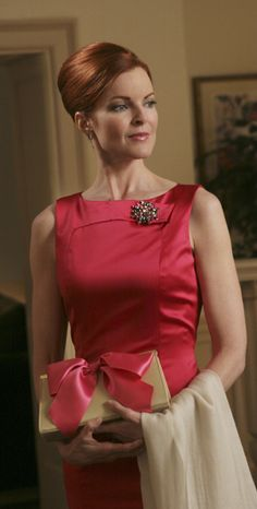Marcia Cross in Desperate Housewives Marcia Cross, Desperate Housewives House, Bree Van De Kamp, Outfit Trends, Domestic Goddess, Elegant Woman, Housewife, Lady In Red, Curvy