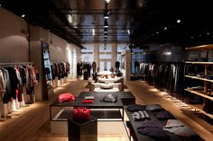 Loja de roupa decorada - http://www.euamodecoracao.com/15-ideias-criativas-para-decoracao-de-lojas-de-roupas/