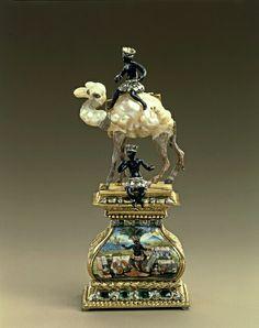 Camel with two moors, probably Frankfurt am Main, 1700-1705. Baroque pearls, gold, cold painted, enamel, silver, diamonds, emeralds. H 12.3 cm, W 5.1 cm, depth 3.5 cm. VI 116. Green Vault. © Staatliche Kunstsammlungen Dresden 2013