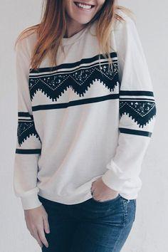 Stylish Round Neck Ethnic Print Long Sleeve Sweatshirt For Women