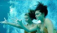Cleo y Bella – Phoebe Tonkin and Indiana Evans in H2O: Just Add Water