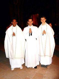 Chers amis, joie de la mission ! Monseigneur l'Archevêque m'envoie comme vicaire paroissial aux Martigues ! Chers amis martégaux, le Seigneur aime les surprises : qui aurait dit que je vous retrouverais si vite après mes trois années passées avec vous...