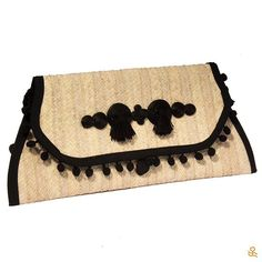 Girls night out? This handmade clutch is the perfect accessory to wear! Get it here   ¿Noche de chicas? ¡Esta cartera hecha a mano es el accesorio perfecto! Consíguela aquí