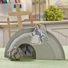 Religious Easter crafts like this Paper Plate Tomb bring Sunday School lessons and Easter sermons to life! He is Risen Paper Plate Tomb Craft Idea . Sunday School Activities, Easter Activities, Sunday School Crafts, Easter Crafts For Kids, Fun Crafts, Craft Kids, Bible Activities, Craft Free, Easter Ideas