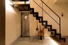 カフェの様なチョコレート色の家・間取り(大阪府枚方市) |ローコスト・低価格住宅|狭小住宅・コンパクトハウス | 注文住宅なら建築設計事務所 フリーダムアーキテクツデザイン Stair Handrail, Entrance Ways, Good House, Stairways, Interior Decorating, Floor Plans, Flooring, Architecture, House Styles
