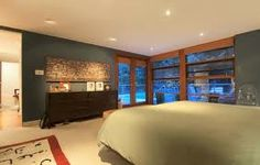 Interior and Exterior Design Home in Modern Sensation: Comfortable Bedroom Design With Wide Bed White Quilt And Traditional Decor For House . Master Suite Bedroom, Guest Bedrooms, Home Bedroom, Bedroom Ideas, Bedroom Stuff, Cullen House Twilight, Twilight New Moon, Twilight Saga, Glass House Design
