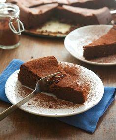 (Paleo) Flourless Chocolate Cake recipe #food #paleo #glutenfree