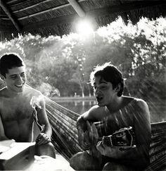 Chico Buarque & Toquinho em 1969. Veja também: http://semioticas1.blogspot.com.br/2011/08/um-toque-de-midani.html<3