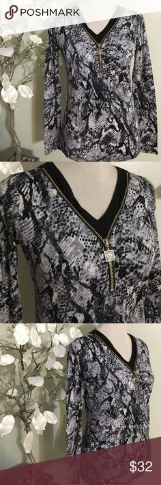 Anne Klein Top Stunning brand new top , made of cotton and viscose Anne Klein Tops Blouses