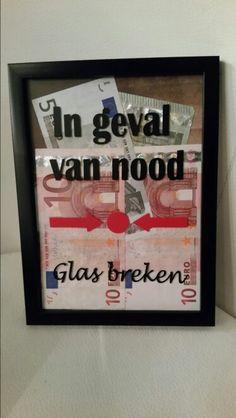 Idee om geld te geven: In geval van nood glas breken.