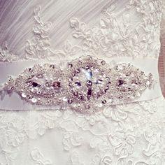 Basma esküvői ruha - Pronovias kollekció Crown, Jewelry, Fashion, Moda, Corona, Jewlery, Jewerly, Fashion Styles, Schmuck