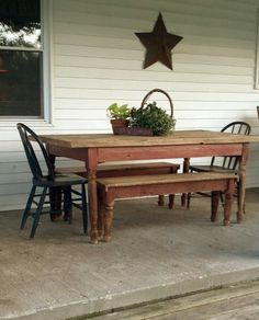 I would love to have a table like this with benches instead of chairs. Benches could be pushed under the table to free up floor space in a small house or apartment.
