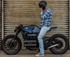 Extraordinairy Custom BMW Cafe Racer built by Gustavo and Rodrigo Lourenço from Retrorides in Brazil. Bmw Cafe Racer, Cafe Racer Build, Cafe Racer Motorcycle, Motorcycle Design, Bicycle Design, Bike Bmw, Bmw Motorcycles, Custom Motorcycles, Custom Bikes