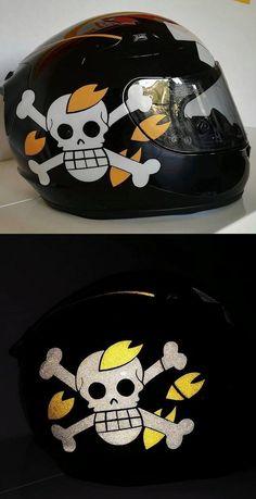 Décorations casque et motos d'un de nos clients avec les produits rétro-réfléchissants VFLUO disponibles sur le site : www.vfluo.fr