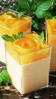 Try this peach mousse topped with a lovely rose blossom-shaped peach jelly. Food and drink Feeling extra peachy? Try this peach mousse topped with a lovely rose blossom-shaped peach jelly. Peach Mousse, Raspberry Mousse, Raspberry Cheesecake, Jelly Recipes, Easy Cake Recipes, Healthy Recipes, Mini Desserts, Jelly Desserts, Easter Desserts