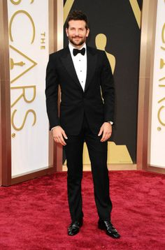 Bradley Cooper at the Oscars 2014 // OMG!! OMG!! Be still my beating heart... :p