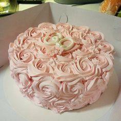 Kakkua kolmekymppisille. #happybirthday #cake #creamcake #kermakakku #instacake #instabakers