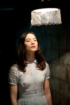 Stoker - Director : Park Chan-wook, Cinematography by Chung Chung-hoon // Mia Wasikowska as India Stoker Mia Wasikowska, Matthew Goode, Ivy League Style, Nicole Kidman, Stoker Movie, Style Hippy, Park Chan Wook, Pin Up, Movie Costumes